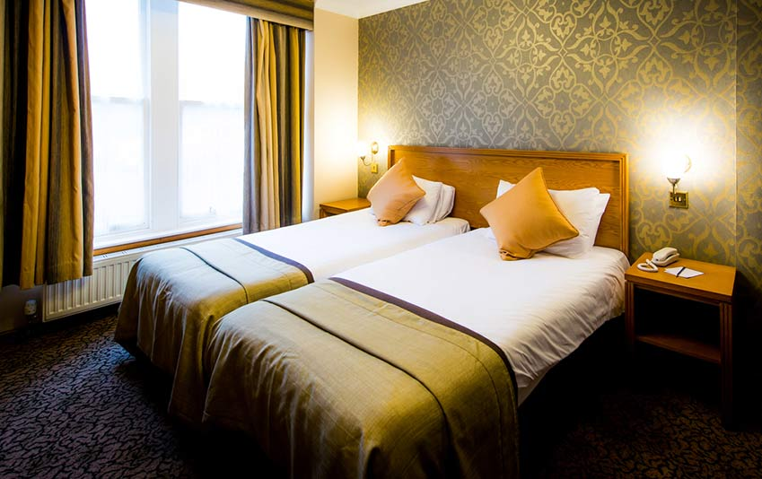 Twin beds at Queens Hotel Dundee